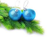 Kerstballen op fir boom, geïsoleerd op wit — Stockfoto