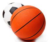 Basket och fotboll bollar isolerad på vit — Stockfoto