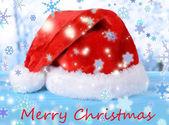 Jul hatt på tabellen på ljus bakgrund — Stockfoto