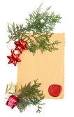 рамка с старинные бумаги и рождественские украшения, изолированные на белом — Стоковое фото