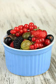 Ripe berries in bowl on table close-up — Stock Photo