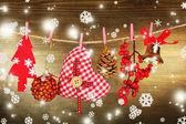 рождественские украшения на деревянных фоне — Стоковое фото