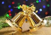 рождественские колокола на стол на светлом фоне — Стоковое фото