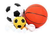 Různé míčky, izolované na bílém — Stock fotografie