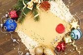 Ram med vintage papper och jul dekorationer på trä bakgrund — Stockfoto