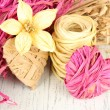 Decorative straw for hand made, flower and heart of straw, on wooden background — Lizenzfreies Foto