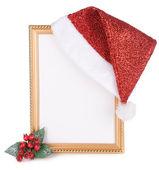 Sombrero de navidad colgado en marco antiguo aislado en blanco — Foto de Stock