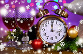 Wine glasses, retro alarm clock and Christmas decoration on bright background — 图库照片