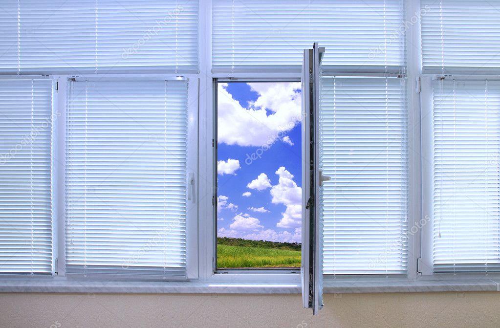 Offenes fenster himmel  Himmel Blick durch ein offenes Fenster im Zimmer — Stockfoto ...