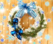 De kroon van kerstmis op houten achtergrond — Stockfoto