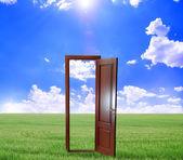 Open door to new life on the field — Stockfoto