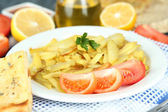 Ruddy fried potatoes on plate on wooden table close-up — Stok fotoğraf