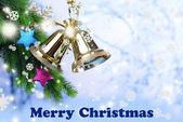 колокола с рождественские украшения на светлом фоне — Стоковое фото