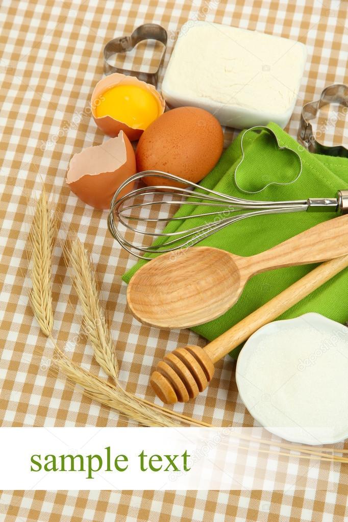 Concepto de cocina ingredientes para hornear b sicos y for Herramientas para cocina