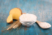Starch in bowl on wooden table close-up — Stock Photo