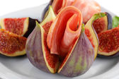 Tasty figs with ham, close up — Stock Photo