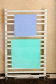Color towels on radiator in bathroom — Foto de Stock