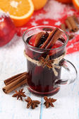 Fragrant mulled wine in glass on snow close-up — Stock Photo