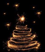 Feux de Bengale en forme de sapin de Noël sur fond noir — Photo