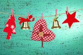 Decorações de natal com fundo de madeira — Foto Stock