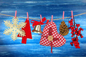 Weihnachts-dekorationen auf hölzernen hintergrund — Stockfoto