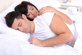 Couple in love sleeping in bed — Stockfoto