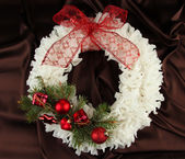 Christmas wreath on fabric background — 图库照片