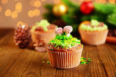 Tasty cupcakes with butter cream, on wooden table, on bright background — Стоковое фото
