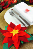 Weihnachten Tabelleneinstellung mit festlichen Dekorationen hautnah — Stockfoto