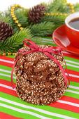 Süße Kekse mit Tasse Tee auf Tisch-Nahaufnahme — Stockfoto
