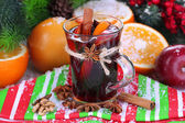 Fragrant mulled wine in glass on napkin close-up — Stock Photo