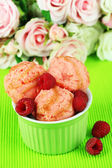 Delicious ice cream in bowl close-up — Stock Photo