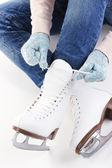 Pattinatrice indossando pattini isolati su bianco — Foto Stock