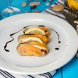 Mussels with sauce on plate on wooden table close-up — Stock Photo