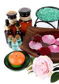 Composición de spa con aceites aromáticos aislado en blanco — Foto de Stock