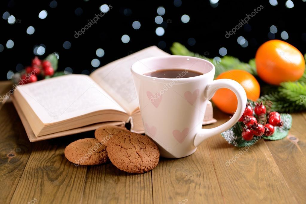 Composici n del libro con la taza de caf y navidad for Decoracion con tazas de cafe