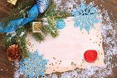 рамка с винтаж бумаги и рождественские украшения на деревянных фоне — Стоковое фото