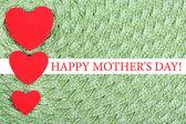 Herzen hergestellt aus Filz auf grünem Hintergrund — Zdjęcie stockowe