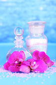 Beautiful spa setting with orchid on blue background — Foto Stock