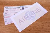 Biglietti aerei in primo piano tavolo — Foto Stock