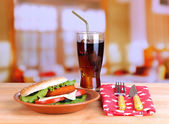 Tasty sandwich with cutlet, on color plate, on napkin, on bright background — 图库照片