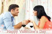 Hermosa pareja una cena romántica en el restaurante — Foto de Stock