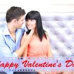 坐在沙发上的美丽年轻浪漫情侣 — 图库照片