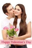 Casal apaixonado com tulipas isolados no branco — Foto Stock