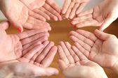 Preghiera musulmana le mani su sfondo chiaro — Foto Stock