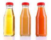 婴儿食品 (果汁) 在玻璃罐子里,白色衬底上分离 — 图库照片