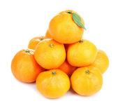 Dojrzałe słodkie mandarynki, na białym tle — Zdjęcie stockowe