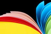 Kleurrijke kunst papier op zwarte achtergrond — Stockfoto
