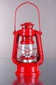 Nafta czerwona lampka na szarym tle — Zdjęcie stockowe