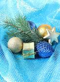 Linda decoração de natal em pano azul — Foto Stock